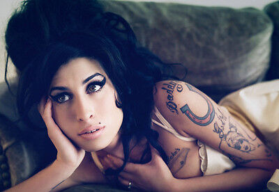 Amy Winehouse Unsigned Photo - 8120 - Gorgeous!!!!! • 2.99£