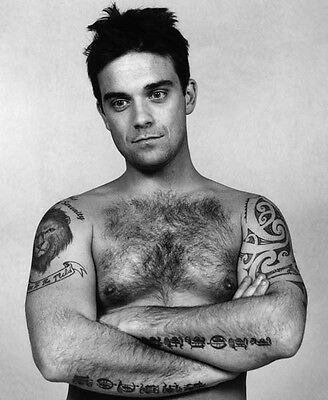Robbie Williams Unsigned Photo - 7752 - Shirtless!!!!! • 2.99£