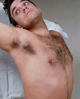 Robbie Williams Unsigned Photo - 7756 - Sexy!!!!! • 2.99£