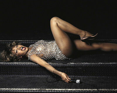 Tina Turner UNSIGNED 10  X 8  Photograph - Z770 - SEXY!!!!! • 2.99£