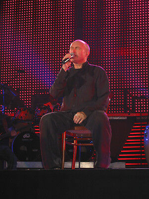 Phil Collins UNSIGNED Photo - D2180 - English Singer, Songwriter And Actor • 2.99£