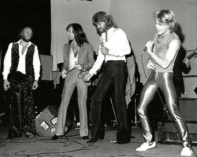 Barry, Robin, Maurice Gibb UNSIGNED Photo - K9058 - The Bee Gees And Andy Gibb • 1.99£
