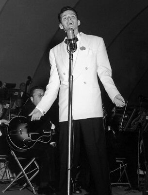 Frank Sinatra UNSIGNED Photograph - L3678 - In The 1940s - SALE!!!! • 1.50£
