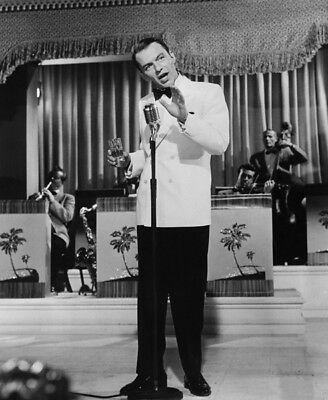 Frank Sinatra UNSIGNED Photograph - L3689 - In The 1960's - NEW IMAGE!!!! • 3.99£