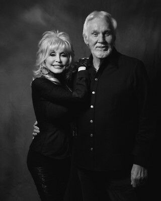 Dolly Parton And Kenny Rogers UNSIGNED Photograph - M8536 - NEW IMAGE!!!! • 2.99£