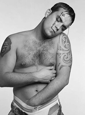 Robbie Williams Unsigned Photo - 7759 - Sexy!!!!! • 2.99£