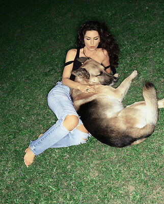 Shania Twain UNSIGNED Photo - F653 - With Her Dog!!!! • 2.99£