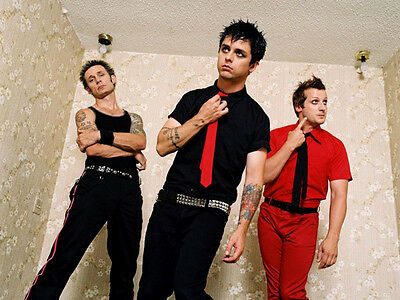 Green Day UNSIGNED Photo - H2646 - Billie Joe Armstrong, Mike Dirnt & Tré Cool • 2.99£