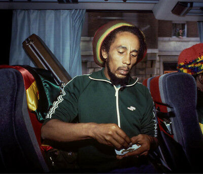 Bob Marley UNSIGNED Photograph - L3913 - In 1980 - NEW IMAGE!!!! • 3.99£