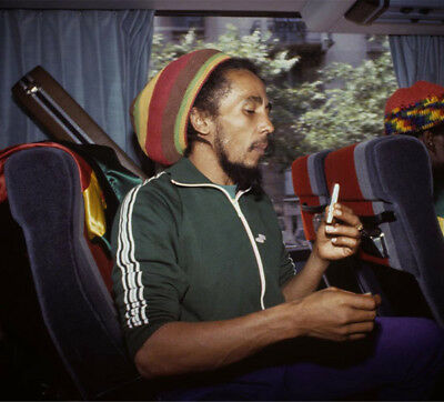 Bob Marley UNSIGNED Photograph - L3914 - In 1980 - NEW IMAGE!!!! • 3.99£