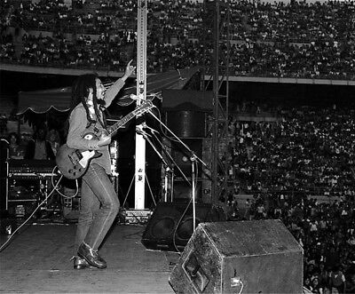 Bob Marley UNSIGNED Photograph - L3919 - On Stage In 1980 - NEW IMAGE!!!! • 3.99£