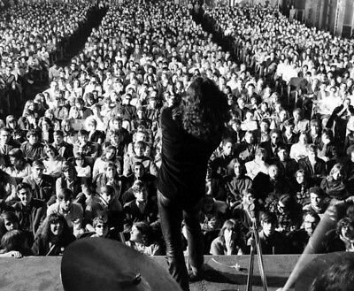 Jim Morrison UNSIGNED Photograph - L5247 - On Stage At Fillmore East , 1968 • 1.99£