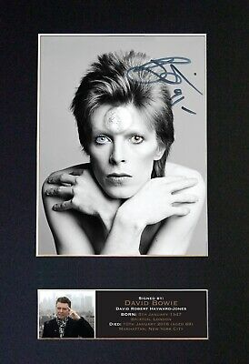 DAVID BOWIE No2 Mounted Signed Autograph Photo Print A4 #606 • 5.95£