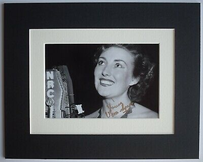 Vera Lynn Signed Autograph 10x8 Photo Display WW2 Forces War Music AFTAL COA • 29.99£