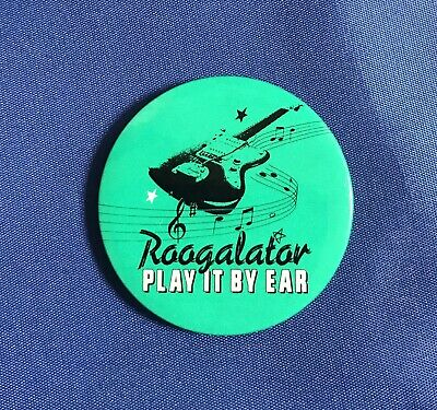 ROOGALATOR -  VINTAGE PIN BADGE - PLAY IT BY EAR  - BLUES/FUNK - LATE 70'S - 4cm • 2.99£