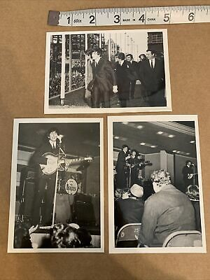 3 Small Glossy Vintage Photos Of THE BEATLES • 7.36£