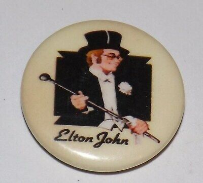 VINTAGE 25mm BADGE PIN ELTON JOHN ROCK POP MUSIC DANIEL BUTTON PINBACK OLD BAND • 1.99£