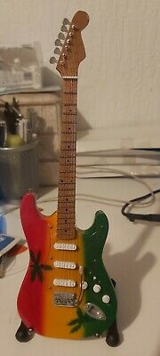 Miniture Bob Marley Fender Strat And Stand  • 0.99£