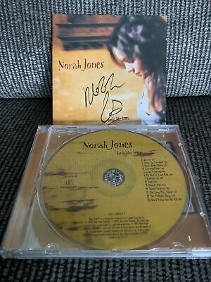 'Feels Like Home' Norah Jones SIGNED CD • 25£