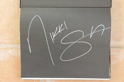 Motley Crue Autographed Signed By Nikki Sixx A Visual History The Dirt Photos • 111.61£