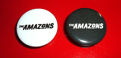 THE AMAZONS..2 X PROMO BADGES / PIN MINT FICTION RECORDS 2.5cm • 2.99£