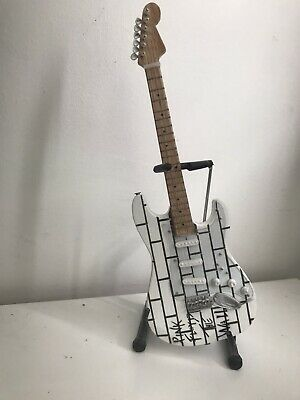"Pink Floyd The Wall- Model Guitar (roughly 10"") Including Stand • 30£"