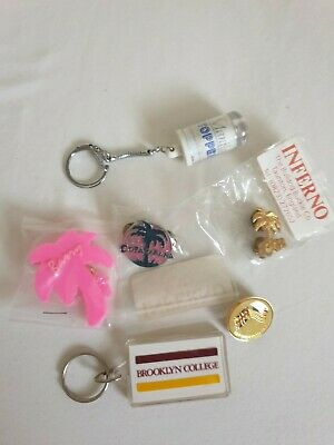 Barry Manilow Assorted Pin Badges And Keyrings Copacabana  • 2.50£