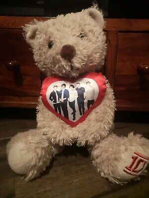 One Direction Teddy Holding Heart • 7.99£