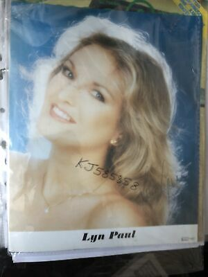Lyn Paul New Seekers Hand Signed 10x8 Photograph . Genuine • 68£