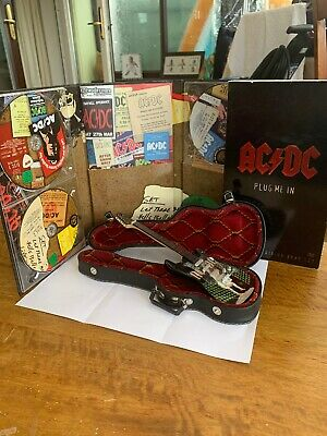 AC/DC - Plug Me In - Mini Collectible Guitar And DVD Set - Rare • 90£