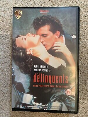 "THE DELINQUENTS - VHS VIDEO - KYLIE MINOGUE + CHARLIE SCHLATTER - RARE ""Kylie"" • 4.99£"