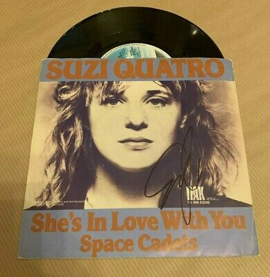 SUZI QUATRO  -  SHES IN LOVE WITH U   -  SIGNED EURO 7in  PIC SLEEVE  -  UACC RD • 27.99£