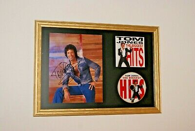 TOM JONES GENUINE Signed Framed Promo Picture With CD Display GREATEST HITS     • 99.99£