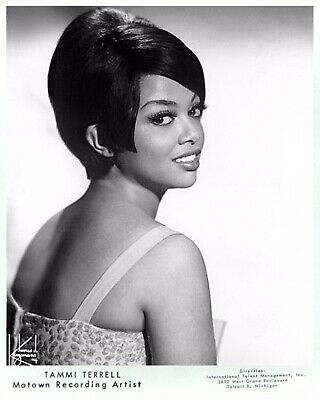 "Superb Tammi Terrell 10"" X 8"" Black & White Tamla Motown Press Photograph • 3£"