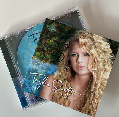 Taylor Swift SIGNED 'Taylor Swift' Album - VERY RARE • 102£
