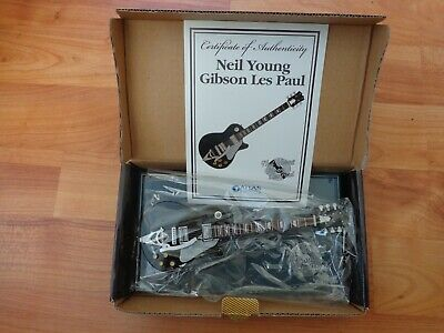 Atlas Editions - Neil Young Gibson Les Paul Mini Guitar Replica Model • 29.99£