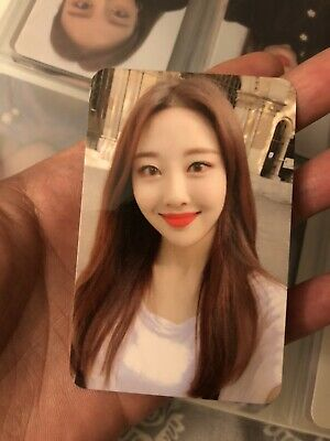 LOONA Official Broadcast Photocard (Yves) • 148.16£