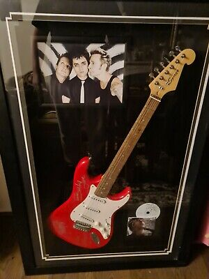 Autographed Green Day Guitar • 150£