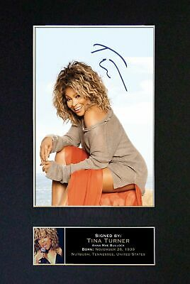 TINA TURNER - Autographed / Signed And Mounted Photograph ⭐⭐⭐⭐⭐ • 24.95£