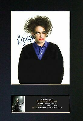 ROBERT SMITH (THE CURE) - Autographed / Signed And Mounted Photograph ⭐⭐⭐⭐⭐ • 24.95£