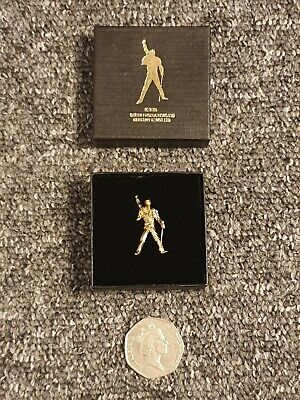 Queen Freddie Mercury Statue Pin Badge - Free Postage • 5.67£