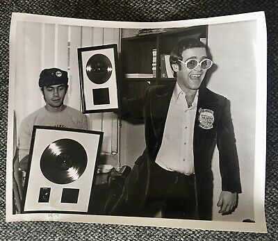 Elton John & Bernie Taupin Rocket Man Disc Presentation Press Photo 1973  • 7£