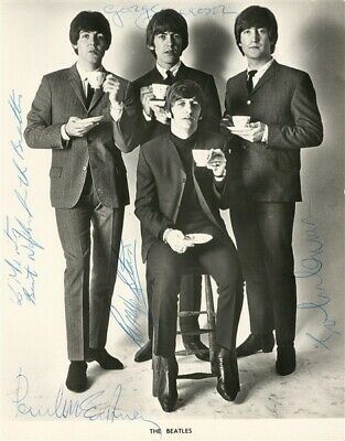 The Beatles Group Signed Photo • 50£