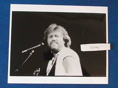 Original Press Photo - 10 X8  - Bee Gees -  Barry Gibb - 1990's -  Microphone • 15.99£
