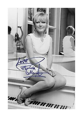 Petula Clark A4 Reproduction Autograph Photograph Poster Choice Of Frame • 32.95£