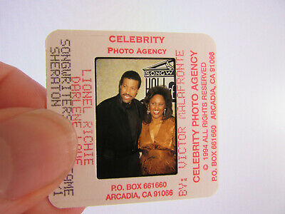 Original Press Photo Slide Negative - Lionel Richie & Darlene Love - 1994 • 25.99£