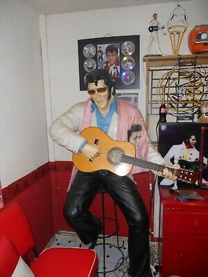 Statue Of The King Elvis • 25£