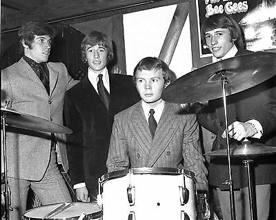 Bee Gees 10  X 8  Photograph No 9 • 3.50£