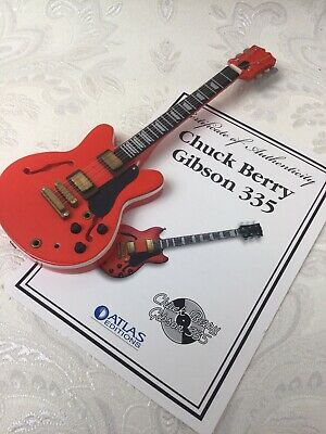 Atlas Editions Chuck Berry Model Scale Guitar Collectable Red & Certificate V924 • 3.99£